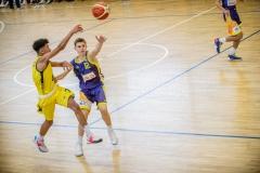 13.10.2019, Oldenburg, Sporthalle Haarenufer: JBBL | EWE Baskets Juniors - Phoenix Hagen Youngsters  //  Tyrell NWAKI (#7 EWE Baskets Juniors/JBBL), Linus TRETTIN (#12 Phoenix Hagen Youngsters/JBBL)  || Foto: Erik Hillmer