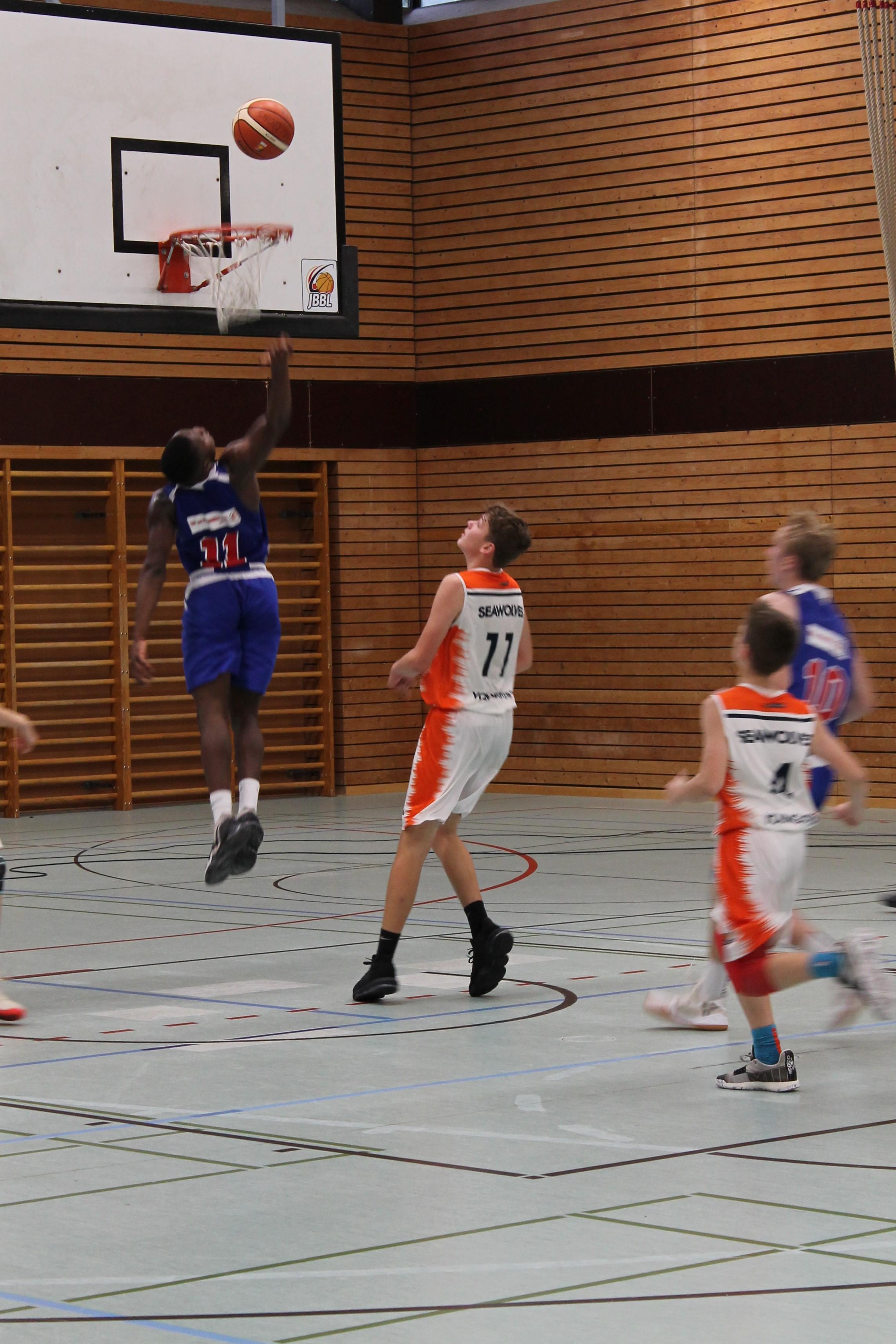 JBBL_19-20_BalticSeaLions_Rostock_Spieltag1_11_azodiro_layup_11_köhler_defense
