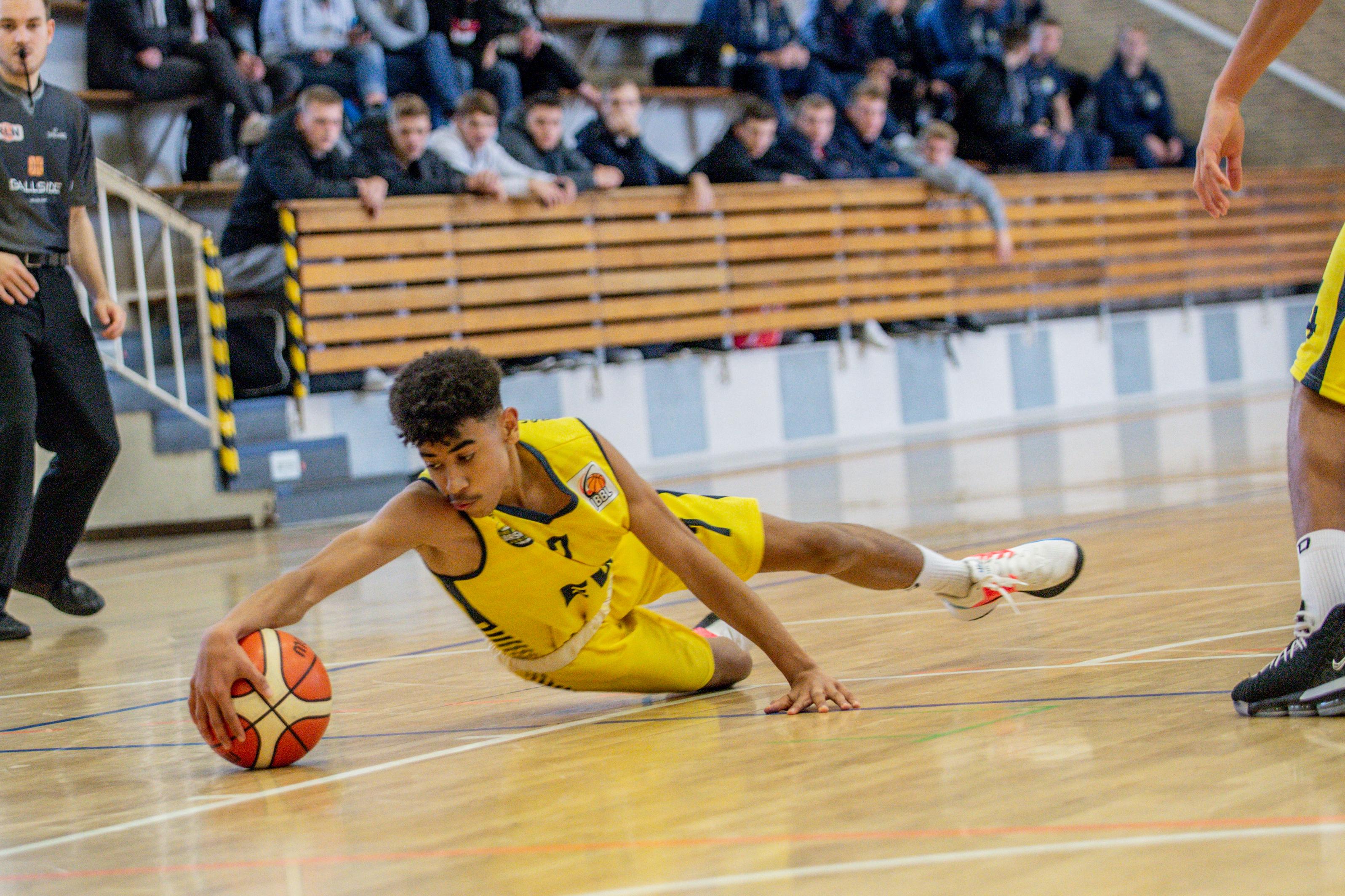 13.10.2019, Oldenburg, Sporthalle Haarenufer: JBBL | EWE Baskets Juniors - Phoenix Hagen Youngsters  //  Tyrell NWAKI (#7 EWE Baskets Juniors/JBBL)  || Foto: Erik Hillmer