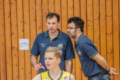 13.10.2019, Oldenburg, Sporthalle Haarenufer: JBBL | EWE Baskets Juniors - Phoenix Hagen Youngsters  //  Artur GACAEV (Trainer EWE Baskets Juniors/JBBL), Vangelis KYRITSIS (Assistemztrainer EWE Baskets Juniors/JBBL)  || Foto: Erik Hillmer