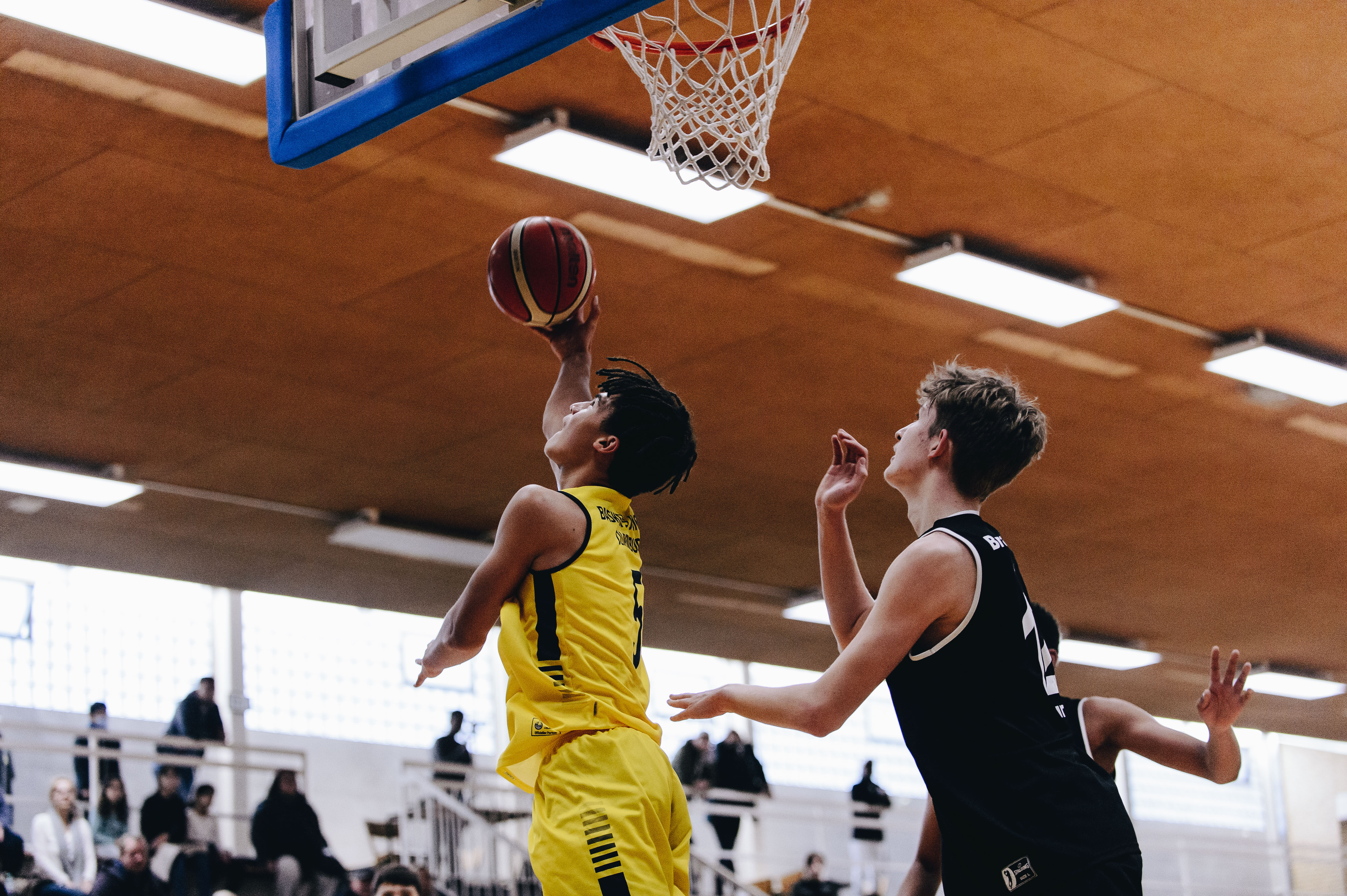 18.10.2020, Oldenburg, Sporthalle Haarenufer: Miles OSEI KOFI (#5 Baskets Juniors Oldenburg) beim JBBL-Spiel EWE Baskets Juniors - Bramfelder SV. Foto: Erik Hillmer