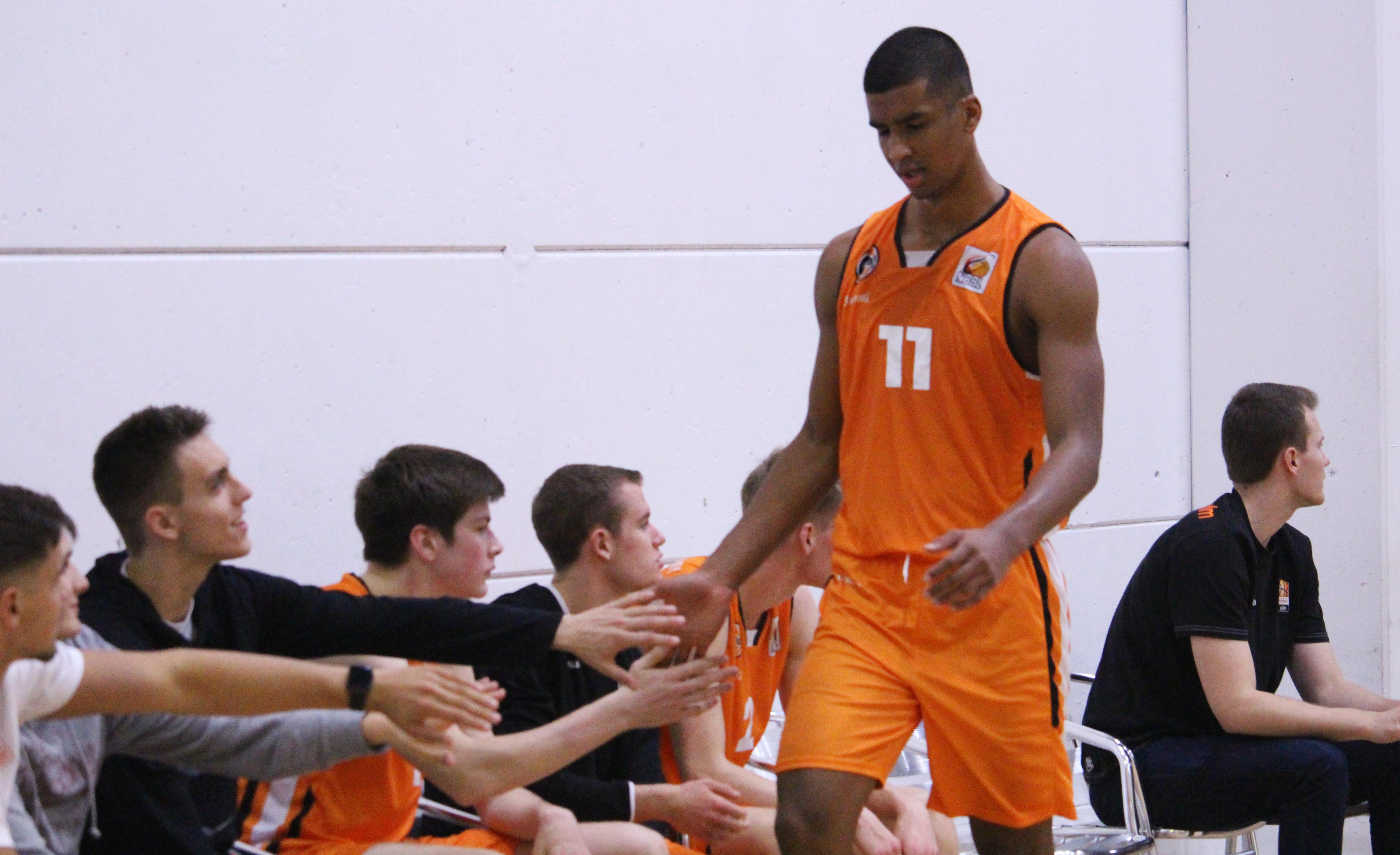 NBBL_19-20_OrangeAcademy_Young-Tigers-Tübingen_Spieltag3_Latrell-Großkopf