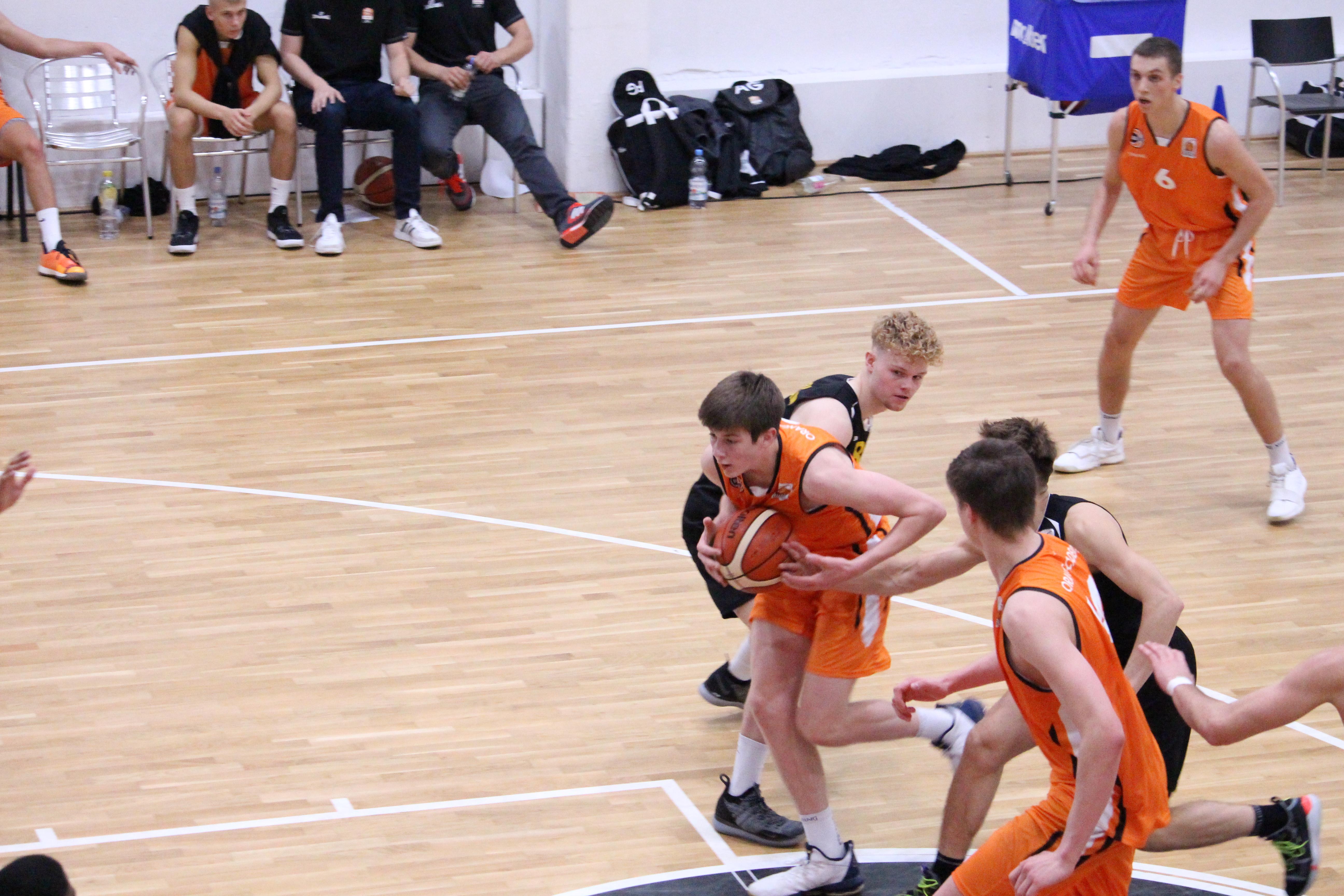 NBBL_19-20_OrangeAcademy_Young-Tigers-Tübingen_Spieltag3_Moritz-Heck-2