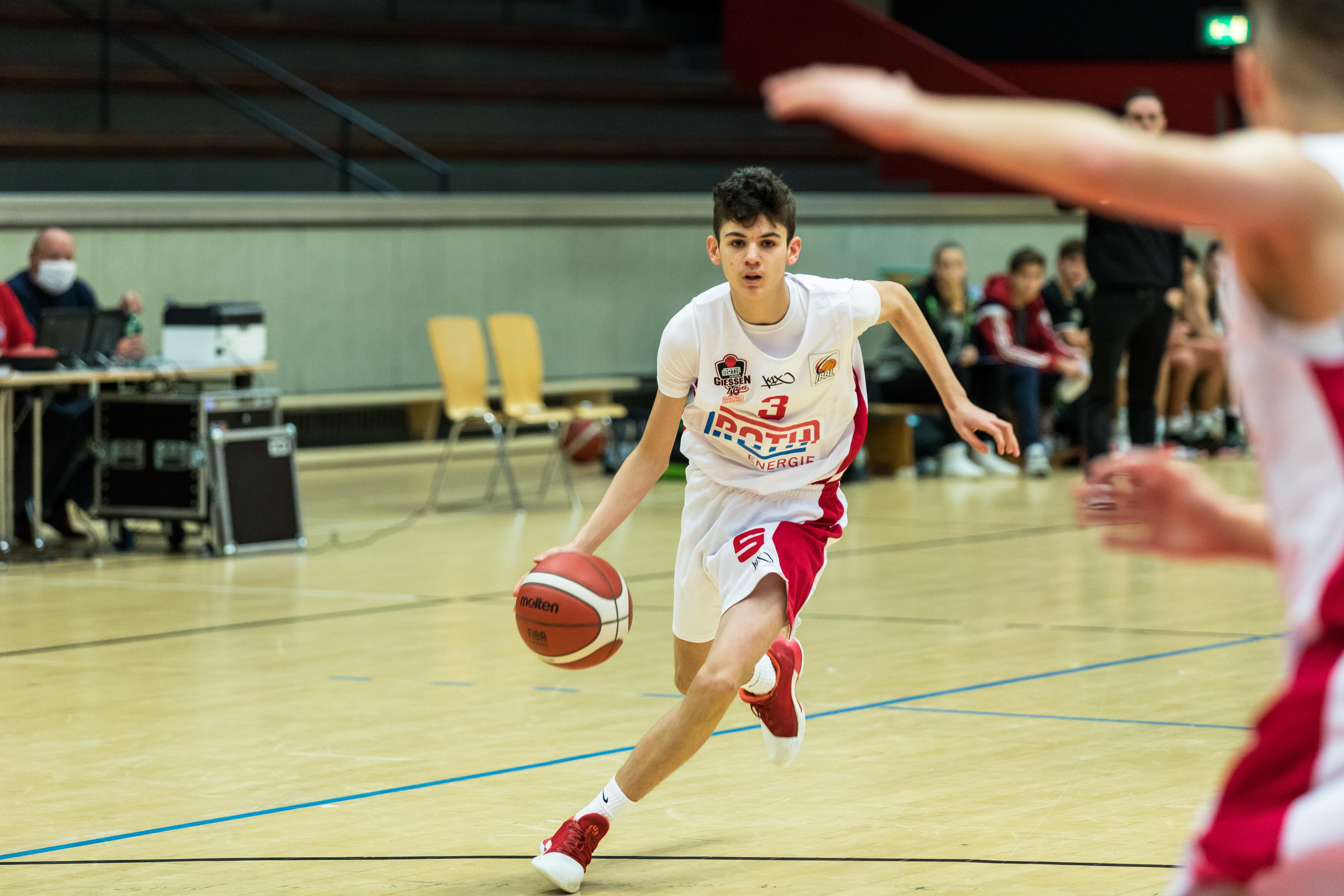 JBBL_20-21_Giessen_Trier_Spieltag2_Elvin-Mehovic